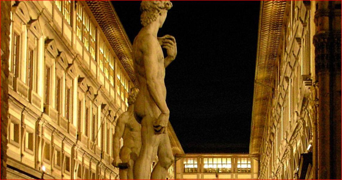Galleria degli Uffizi in notturna