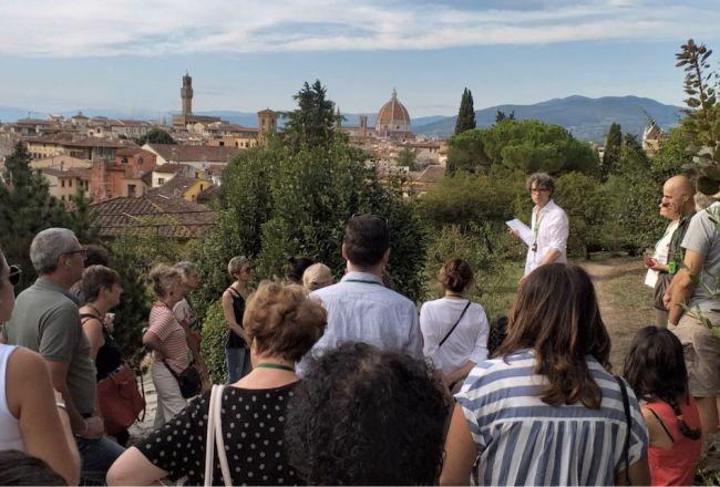 Raccontiamo le rose al Giardino del Piazzale Michelangelo