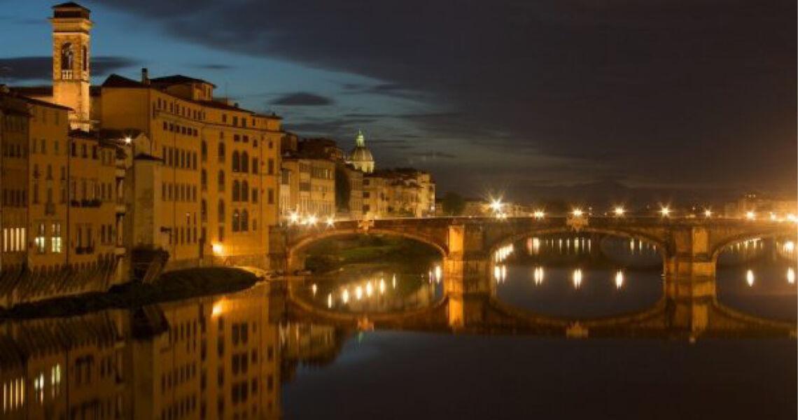Passeggiata notturna a Firenze Passeggiata notturna. Dall'Ospedale di Santa Maria Nuova alla Santissima Annunziata.